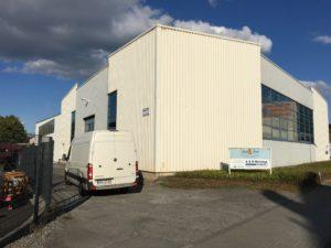 Einfahrt der A & R Montage GmbH & Co. KG